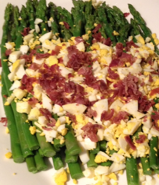 Asparagus with Hard-Boiled Eggs and Prosciutto (4)