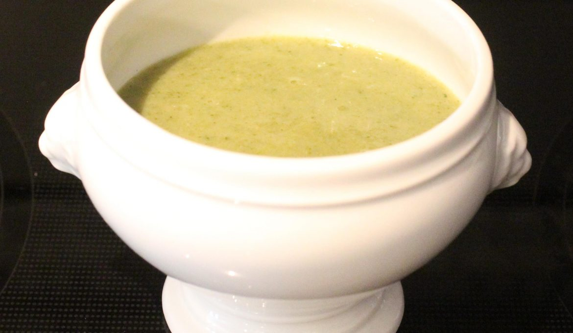 Broccoli, Spinach and Cannellini Soup (serves 4)